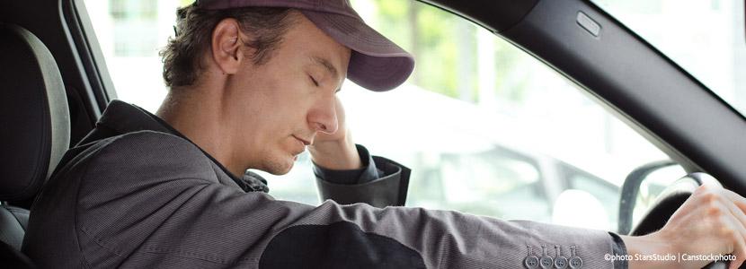 Sekundenschlaf kann tödlich sein. Tipps für wache Fahrer.